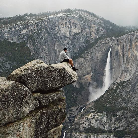 Man sitter på berget