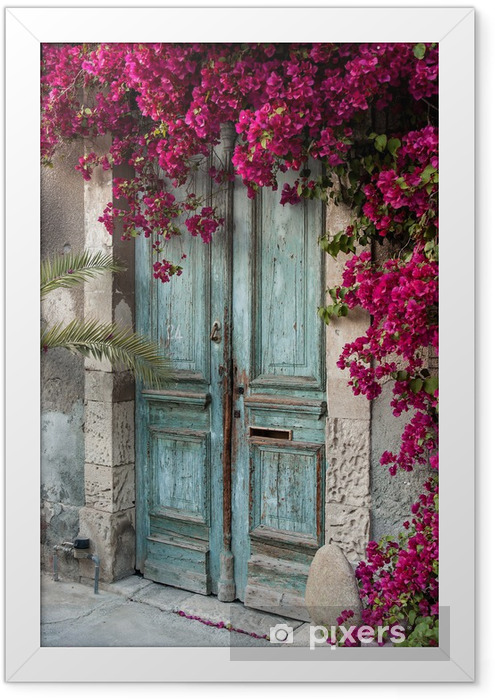 Plakat w ramie Stare drewniane drzwi z bugenwilli w Cypr - iStaging
