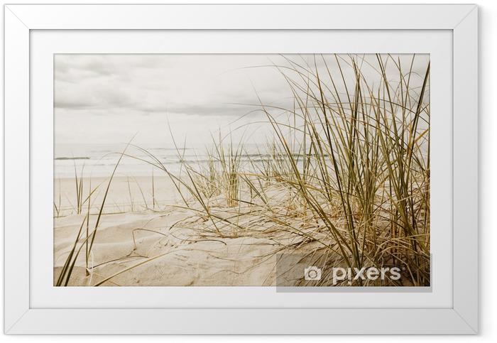 Poster en cadre Gros plan d'herbe haute sur une plage - Destin