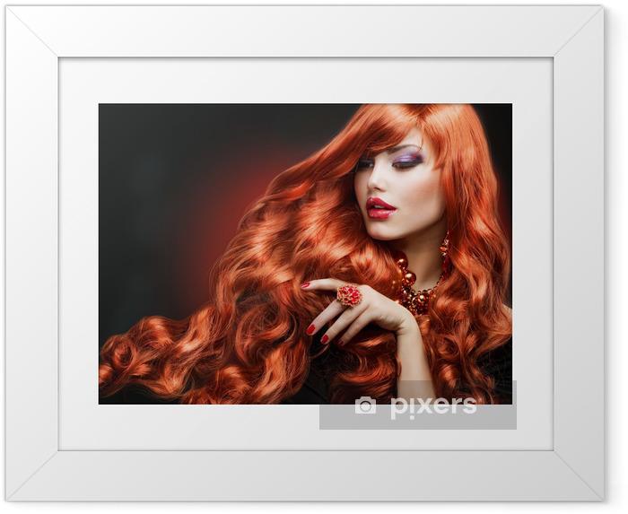 Ingelijste Poster Rood haar. Fashion Portret van het Meisje. lang krullend haar - Mode