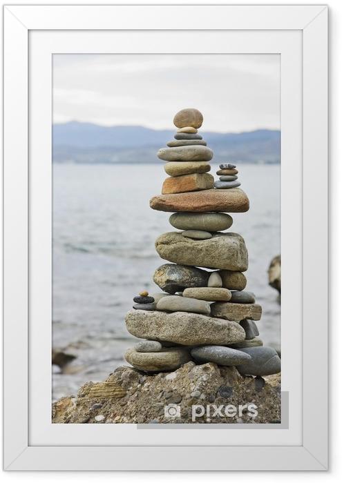 Poster en cadre Pile équilibrée des pierres sur le bord de mer - Religion