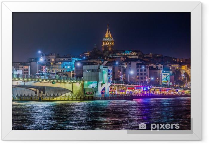 Poster en cadre Vue d'Istanbul et la tour de Galata et le pont dans la nuit - Thèmes