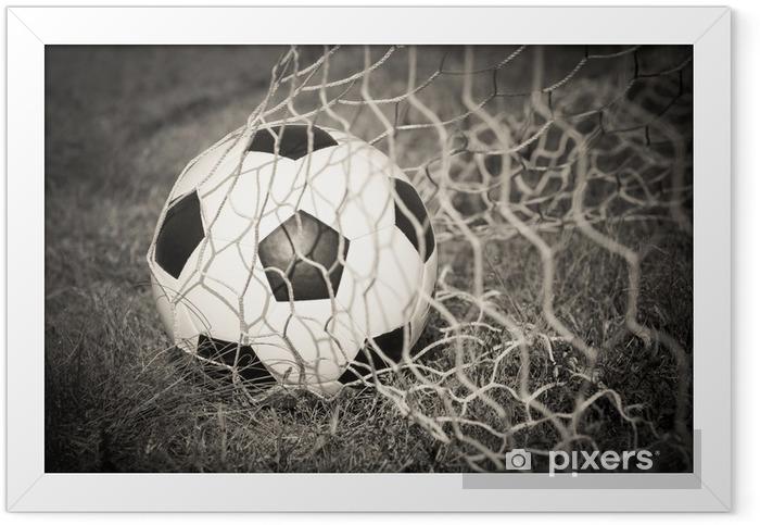 Plakat w ramie Czarno-biały: Piłka w cel netto - Sport