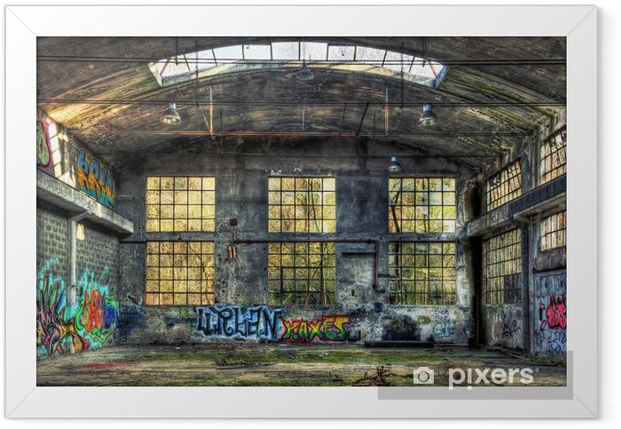 Ingelijste Poster Interieur van een verlaten industrieel gebouw - Zakelijke Concepten
