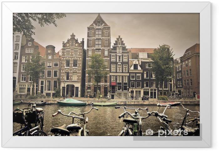 Grå dag i amsterdam by Indrammet plakat -
