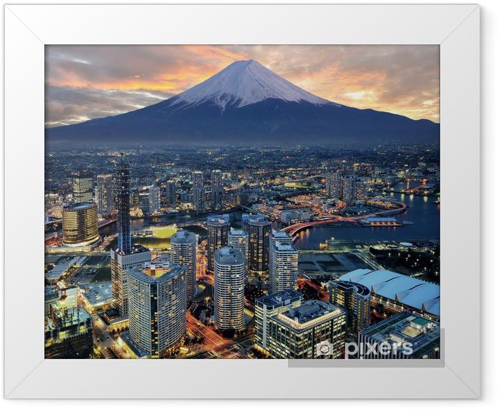 Poster i Ram Overklig utsikt över Yokohama stad och Mt. Fuji -