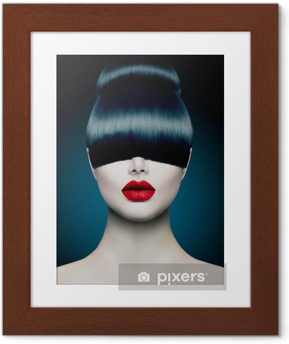 Póster com Moldura High Fashion Model Girl Portrait with Trendy Fringe - Temas