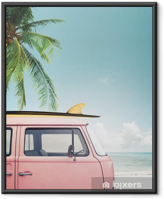 Poster i Ram Vintage bil parkerad på tropisk strand (havet) med en surfbräda på taket - Hobby och fritid