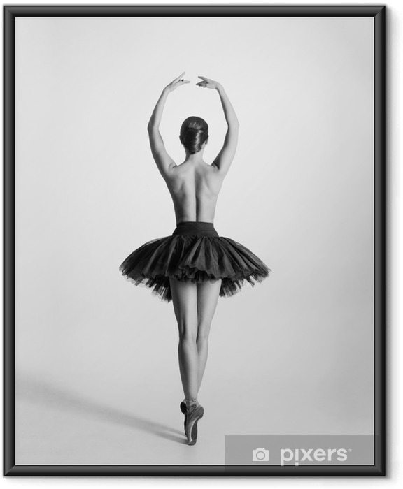 Plakat w ramie Czarny i biały ślad tancerz baletu topless - Bielizna