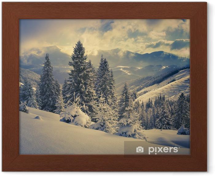 Póster Enmarcado Paisaje hermoso del invierno en las montañas - iStaging