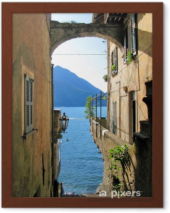 Poster en cadre Vue romantique à l'italienne célèbre lac de Côme Varenna ville de - Thèmes