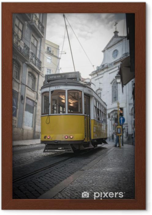 Ingelijste Poster Gele tram in Lissabon - Onderweg