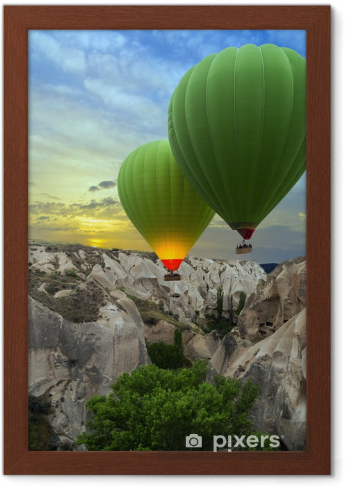 Poster en cadre Ballons à air chaud coucher de soleil, la Cappadoce, en Turquie - Montagne
