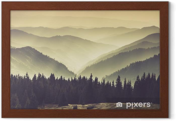Plakat w ramie Mgliste górskie zbocza - Krajobrazy