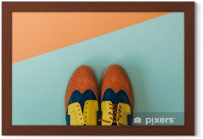 Ingelijste Poster Plat fashion set: gekleurde vintage schoenen op gekleurde achtergrond. Bovenaanzicht. - Levensstijl