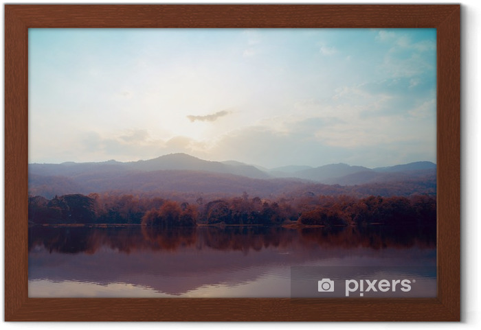 Plakat w ramie Krajobraz jeziora gór jesienią - style klasyczne. - Krajobrazy