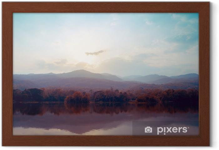 Póster com Moldura Paisagem das montanhas do lago no outono - estilos vintage. - Paisagens