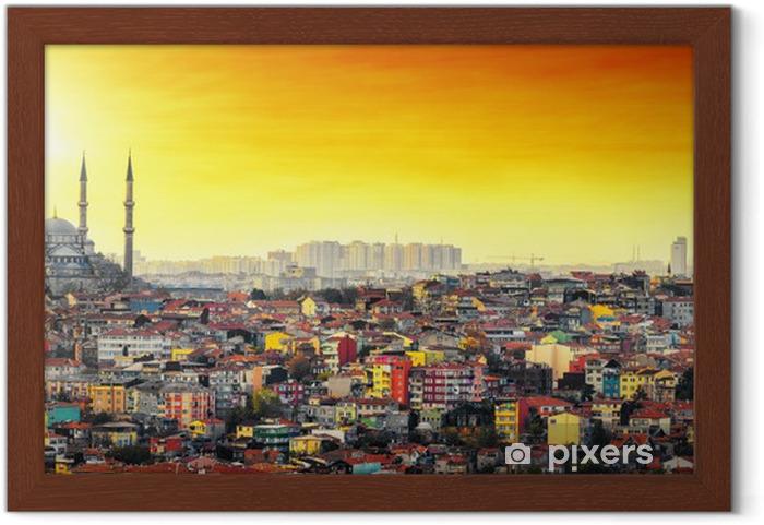 Ingelijste Poster Istanbul Moskee met kleurrijke woonwijk in zonsondergang - Midden Oosten