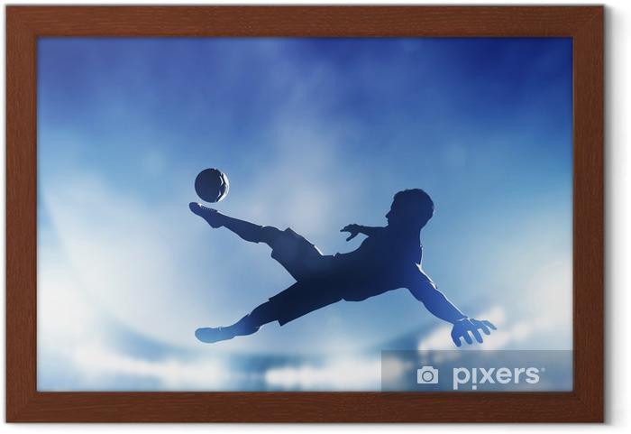 Ingelijste Poster Voetbal, voetbal wedstrijd. Een speler schieten op doel - Thema's