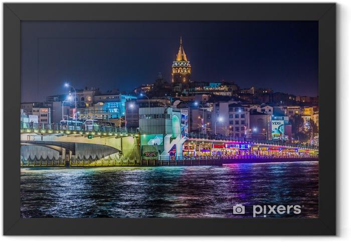Póster Enmarcado Vista de Estambul y la torre de Galata y el puente en la noche - Temas