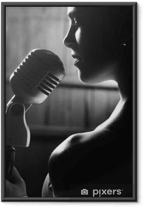 Póster Enmarcado Mujer sensual con el micrófono - Hobbies y entretenimiento