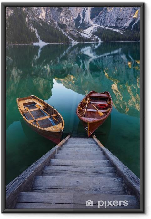 Poster i Ram Båtar på Braies Lake (Pragser Wildsee) i Dolomiterna mounta - Landskap
