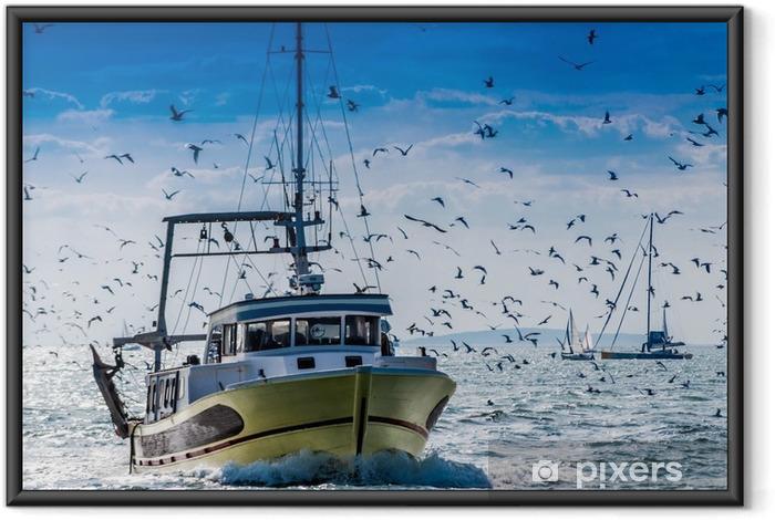 Ingelijste Poster Retour de pêche d'un chalutier. - Transport