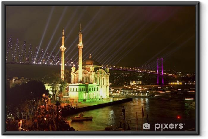 Ingelijste Poster Ortakoy moskee en de Bosporus-brug, Istanbul, Turkije. - Thema's