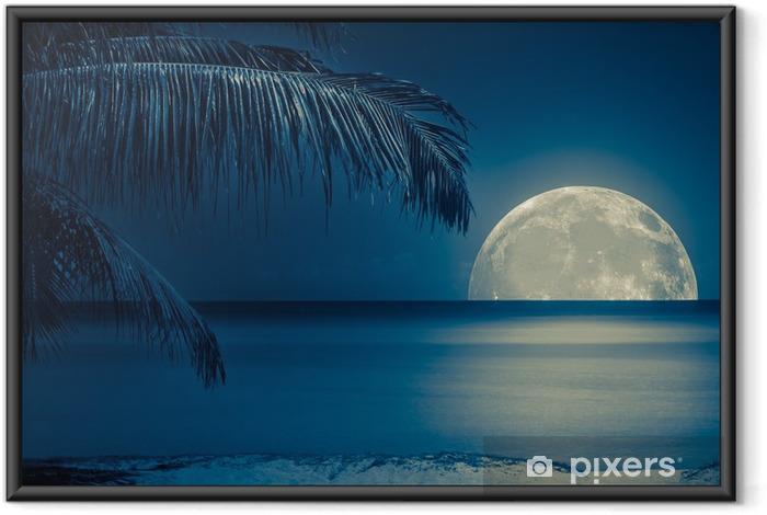 Ingelijste Poster Maan weerspiegeld op het water van een tropisch strand - iStaging
