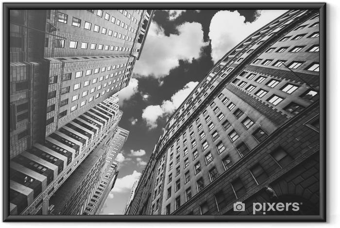 Plakat w ramie Czarno-białe zdjęcie z budynkami w Manhattan, NYC. - Podróże