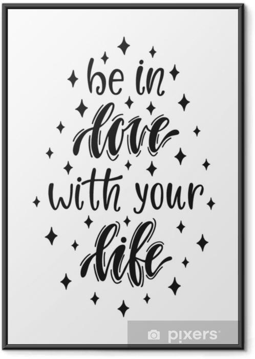 Plakat w ramie Zakochaj się w swoim życiu. odręczny inspirujący cytat o szczęśliwym stylu życia. - Zasoby graficzne