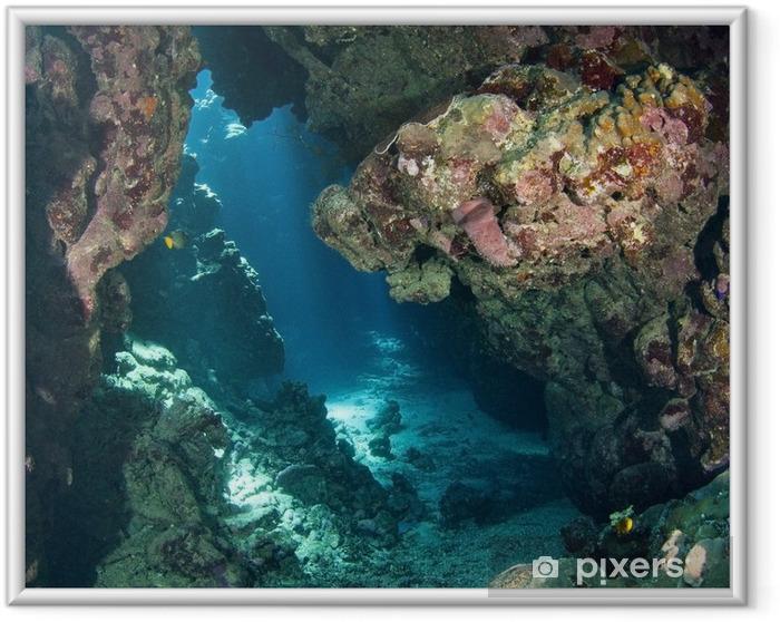 Póster Enmarcado Caverna bajo el agua con la luz del sol - Arrecife de coral