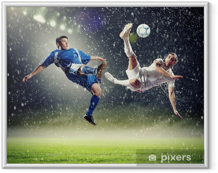 Póster Enmarcado Dos jugadores de fútbol golpeando la pelota - Temas