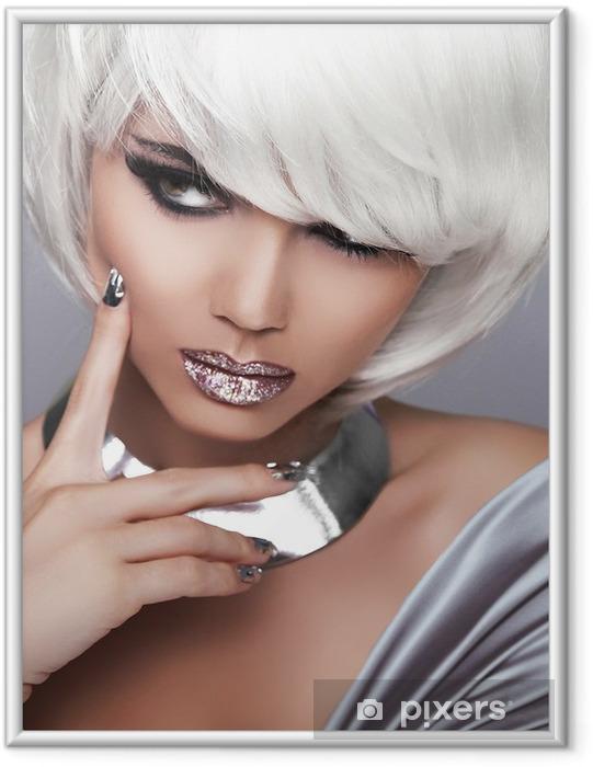 Ingelijste Poster Mode blonde meisje. Portret van de schoonheid van de vrouw. Wit kort haar. Seks - Mode