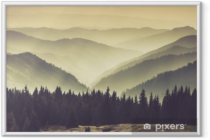 Plakát v rámu Krajina Misty Mountain kopců. - Krajiny