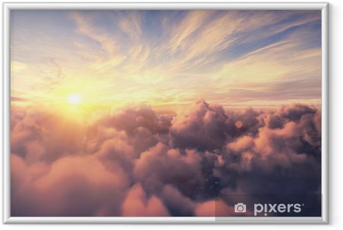 Ingelijste Poster Vliegen over de avond timelapse wolken met de late zon. vlucht door bewegende cloudscape met prachtige zonnestralen. reizen door de lucht. perfect voor bioscoop, achtergrond - Landschappen