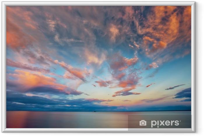 Ingelijste Poster Prachtige zonsondergang bij meermeerdere met boot - Landschappen