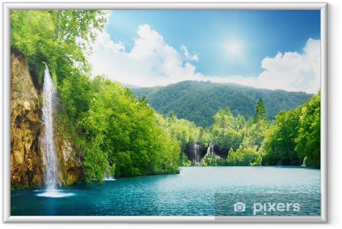 Plakat w ramie Wodospad w głębokim lesie - Tematy