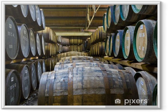 Poster en cadre Barils de whisky dans une distillerie - Industrie lourde