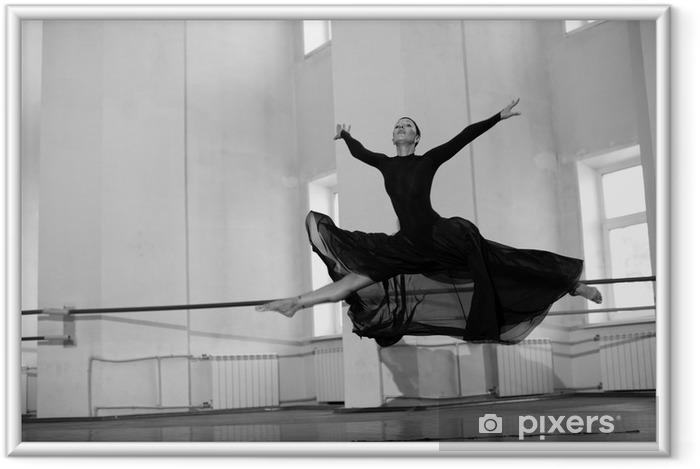 Plakat w ramie Skok treningowy baletnicą - Tematy