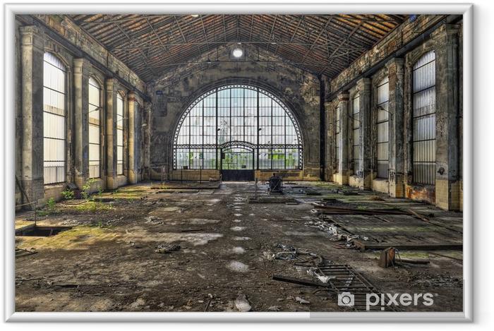 Ingelijste Poster Mooie glazen wand in de hal van een verlaten kolenmijn - Stijlen