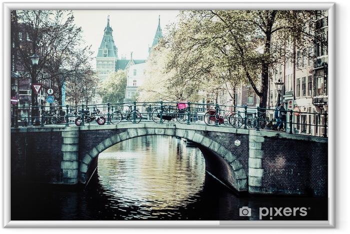 Amsterdam kanal og cykler Indrammet plakat - Europæiske Byer