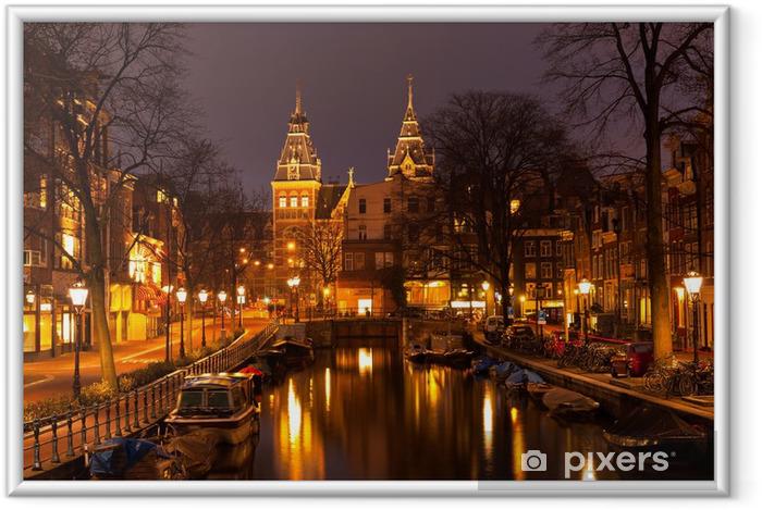 Amsterdam om aftenen. Udsigt på Rijksmuseum Indrammet plakat - Europæiske Byer