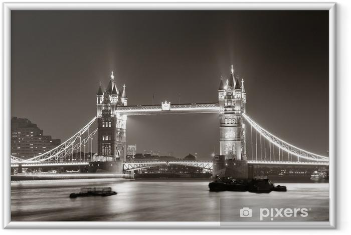 Plakat w ramie Tower Bridge nocą w bieli i czerni -