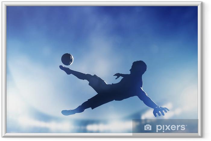 Plakát v rámu Fotbal, fotbalový zápas. Hráč střílí na branku - Témata