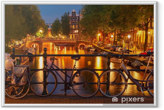 Natbelysning af Amsterdams kanal og bro Indrammet plakat -
