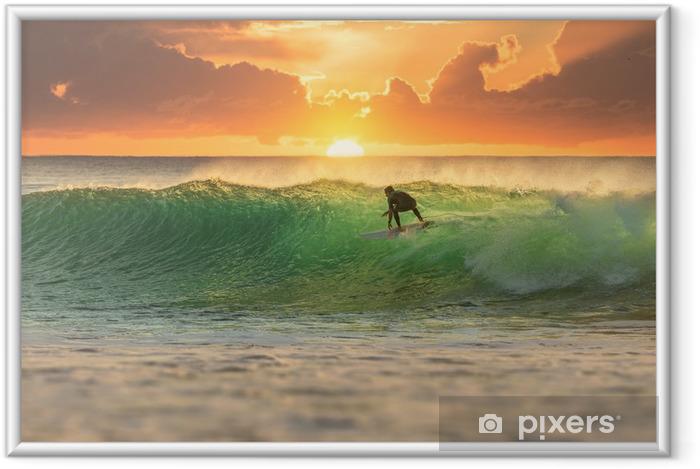 Póster Enmarcado Surfer Surfing en Sunrise - iStaging