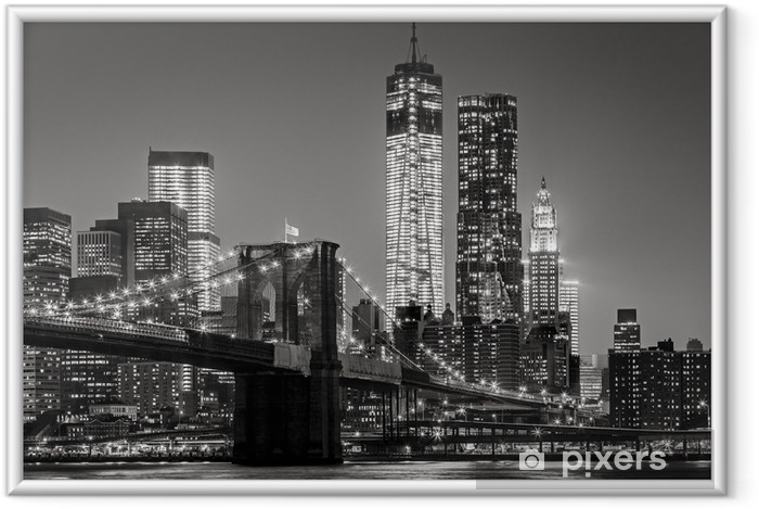 Póster com Moldura New York by night. Brooklyn Bridge, Lower Manhattan – Black an -