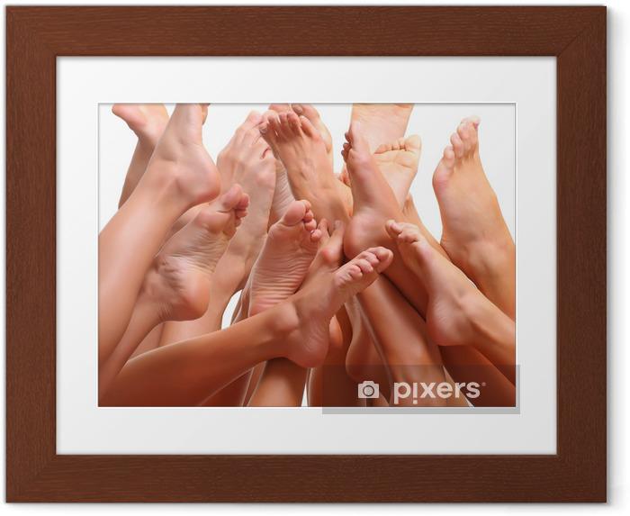 Poster en cadre Belles slim femmes pieds d'un groupe de filles - Beauté et soins du corps