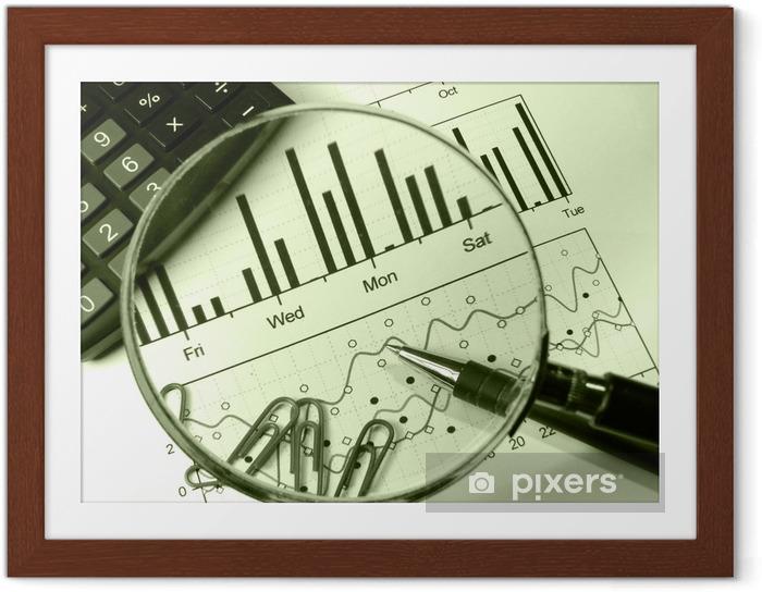 Poster en cadre Calculatrice et loupe (dans les légumes verts) - Finance